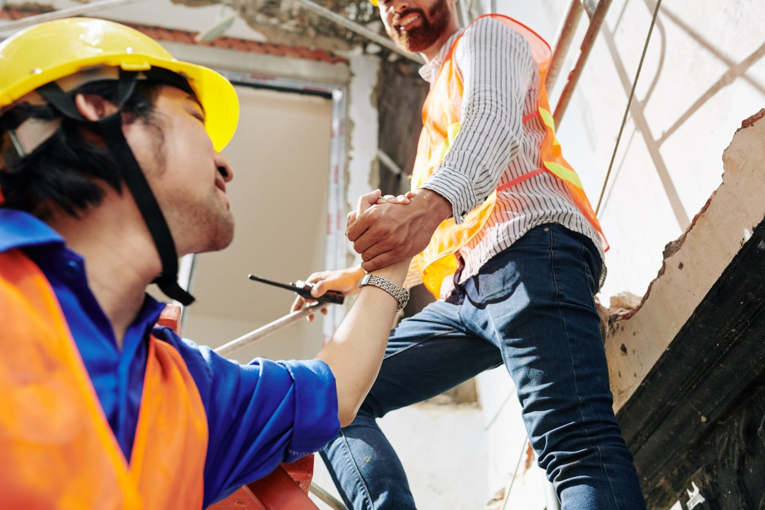 Construction worker helping colleague - Drug Free Business - 98011
